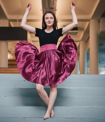 Tmavě růžová saténová sukně s pevným pasem Kimberly - 4