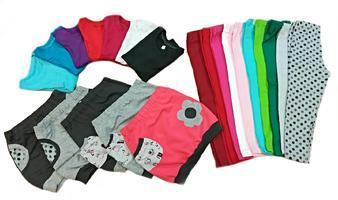 Letní dětské oblečení hraje všemi barvami